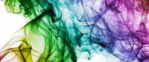 Volutes de fumées couleurs ar-en-ciel